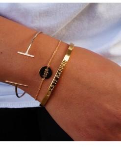 Gouden sieraden met tekst voor armparty