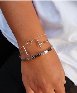 Zilveren sieraden met tekst voor armparty