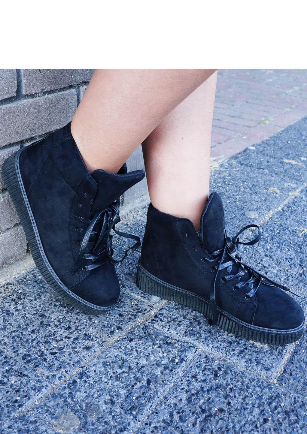 Zwarte sneakers 1-2