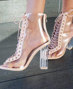 Doorzichtige schoenen met hakken en veters