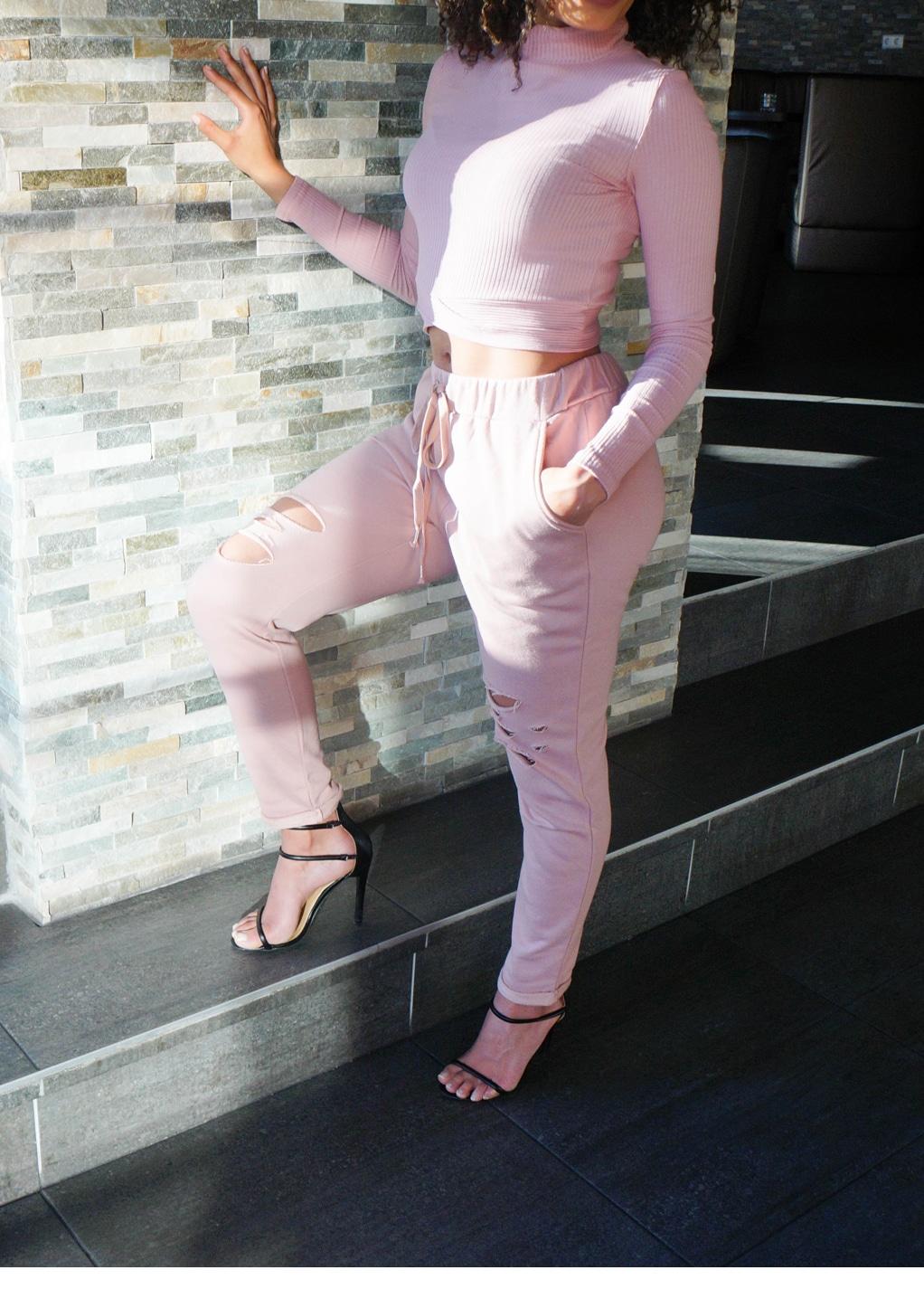 Roze joggingpak zijkant met