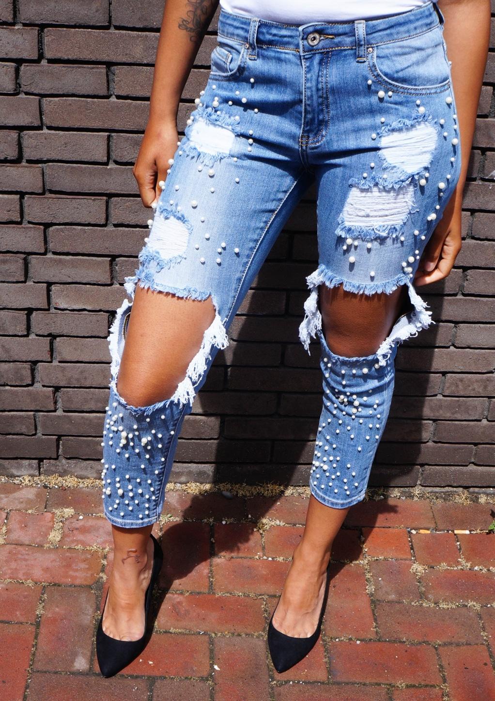 Spijkerbroek met parels en scheurtjes