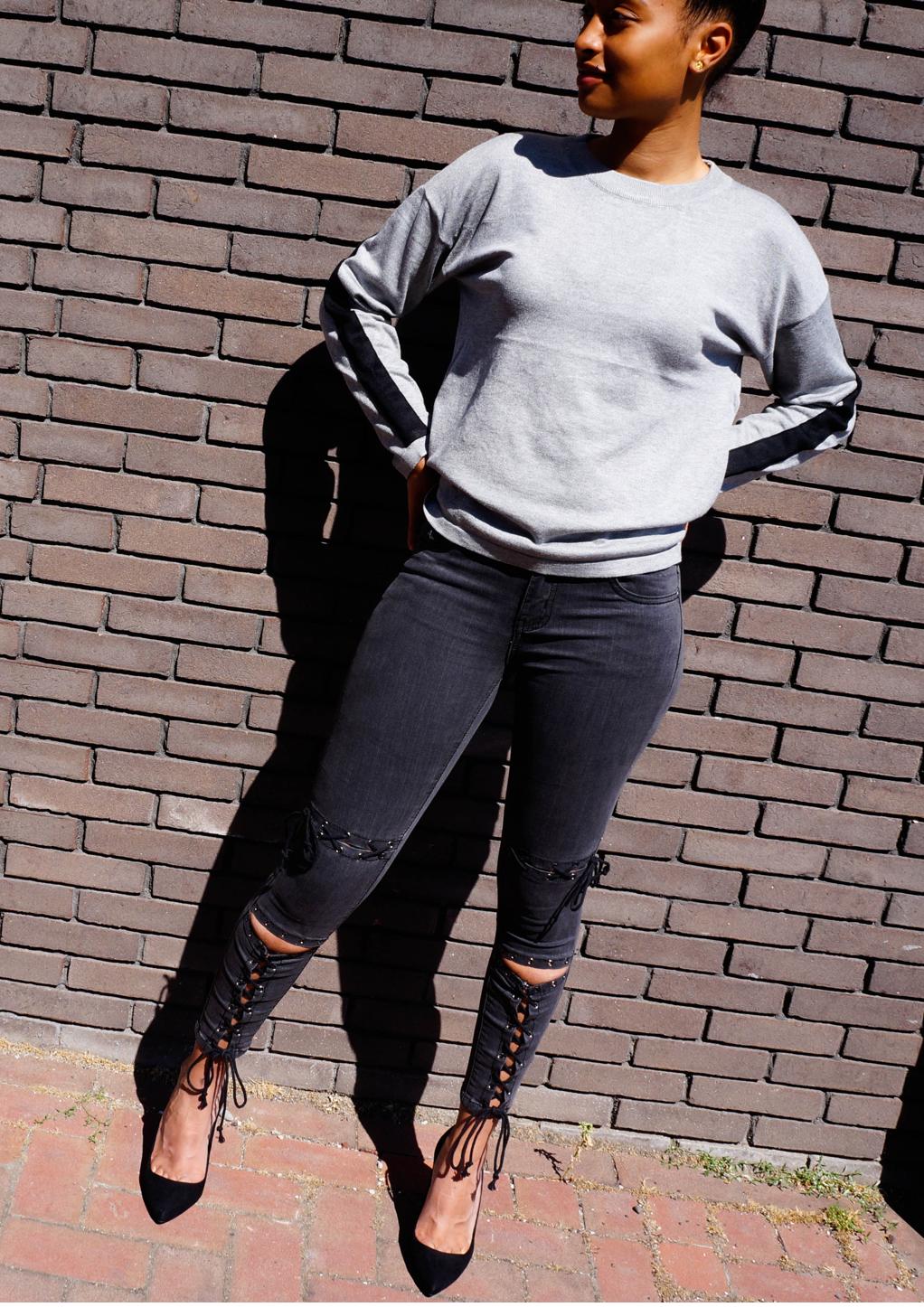 Grijze broek met zwarte veters